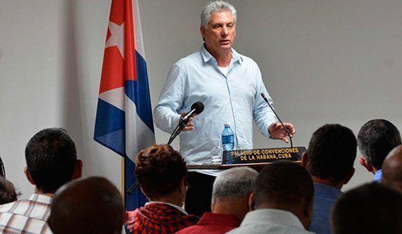 Miguel Díaz-Canel Bermúdez, miembro del Buró Político y Primer Vicepresidente de los Consejos de Estado y de Ministros, durante su intervención en el balance del cumplimiento de los objetivos del 2016 del Ministerio de Educación Superior, en el Palacio de Convenciones, en La Habana, el 31 de marzo de 2017. Foto: ACN.