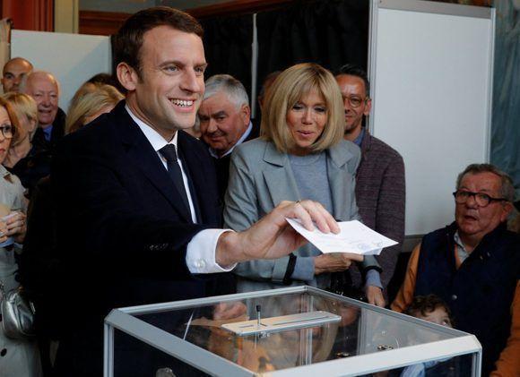 Emmanuel Macron lideró las últimas enecuestas, pero por un margen muy cerrado. Foto: @teleSURtv/ Twitter.