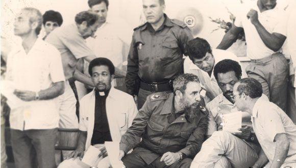 El Comandante en Jefe Fidel Castro, junto al reverendo Raúl Suárez. Foto: Cortesía CMLK.