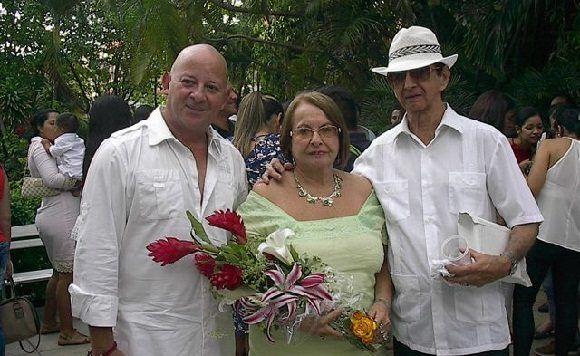 Rodeada de muchos amigos Mónica celebró el éxito de una vida plena. Foto: Cortesía de Productora Documentales UNEAC.