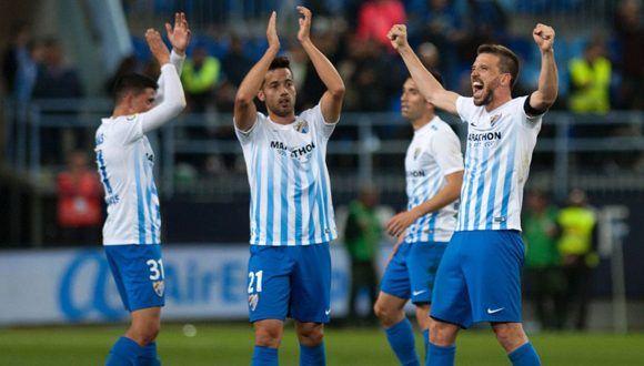 Jugadores del Málaga celebran el triunfo ante el Barcelona. Foto: AFP.