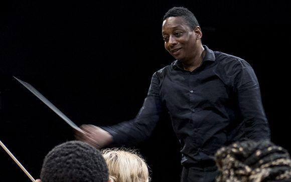 El afamado y joven director de orquesta, Marlon Daniel, visita Cuba. Foto: Jennifer Romero/ Cubadebate