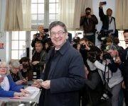 Jean-Luc Mélenchon, el candidato del Partido de Izquierda, ejerce su derecho al voto. Foto: @teleSURtv/ Twitter.