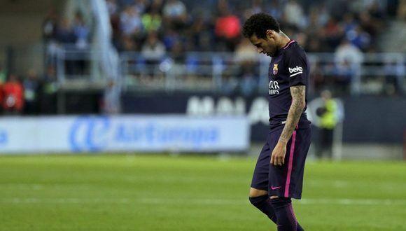 GRA520. MÁLAGA. 08/04/2017.- El delantero brasileño del FC Barcelona Neymar da Silva es expulsado tras recibir tarjeta roja durante el partido de la jornada trigésima primera de Liga en Primera División que Málaga CF y FC Barcelona juegan esta noche en el estadio de La Rosaleda, en Málaga. EFE/Jorge Zapata