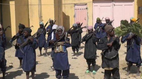 Boko Haram llegó a publicar esta imagen donde se observa un entrenamiento a los niños. Foto tomada de El Periódico.