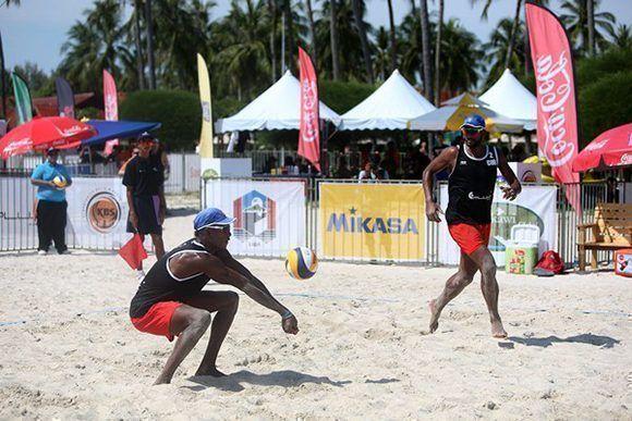 Se alzan cubanos con título del Circuito Mundial de Voli de playa