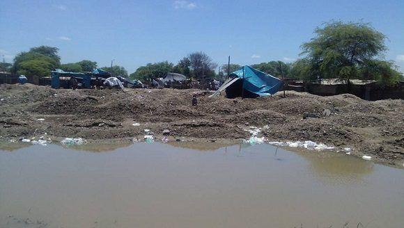 Mucho tiempo tarda la tierra en tragarse el agua, pero el recurso más valioso, el ser humano, ya está siendo atendido. Foto: Dr. Enmanuel Vigil Fonseca.