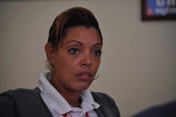 Yoanka Acosta, comercial de la empresa Cubana de Aviación. Foto: Elder Leyva/ Periódico Ahora.