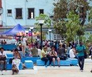 Área pública número 60 en La Habana con tecnología WIFI, en el parqueo de la heladería Coopelia, el 7 de abril de 2017. Foto: Marcelino Váquez/ ACN.