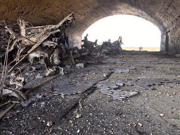 Así quedó la base siria luego del ataque de Estados Unidos. Foto: @arabthomness/ Twitter.