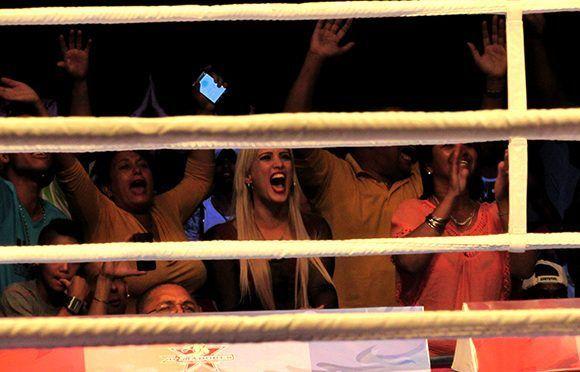 En el Coliseo de la Ciudad Deportiva, el público entusiasmado. Foto: Cinthya García Casañas/ Cubadebate.