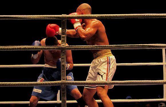 Boxeo (7) El titular olímpico cubano Roniel Iglesias ganó en el tercer asalto por RSC (knock out técnico) al colombiano Ricardo Legarda. Foto: Cinthya García Casañas/ Cubadebate.