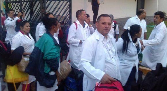 Médicos cubanos en Perú enfrentan compleja situación tras lluvias.
