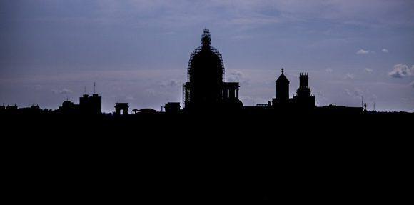 Capitolio a sombras. Foto: L Eduardo Domínguez/ Cubadebate.