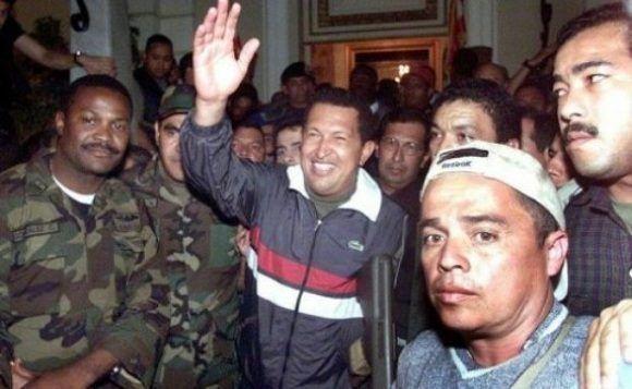 Chávez regresa a Miraflores tras el fracaso del golpe de Estado. Foto: Archivo.