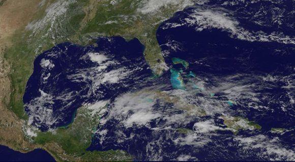 Las condiciones se presentan poco favorables para gane algo más en organización e intensidad, producto a vientos fuertes en los niveles altos de la atmosfera y baja temperatura superficial del mar.