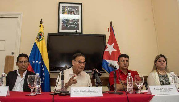 Ali Rodríguez Araque (CI), embajador de la República Bolivariana de Venezuela en La Habana, junto a representantes diplomáticos de Bolivia, Ecuador y El Salvador en La Habana. Foto: Marcelino Vazquez/ ACN.