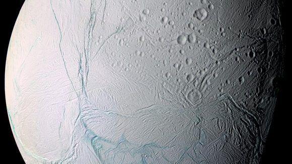 Encélado, luna de Saturno. Foto: Cassini/ NASA.