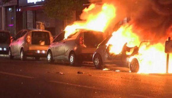 Manifestantes salieron a las calles de forma violenta contra los resultados de la primera vuelta electoral. Foto: Agencias.