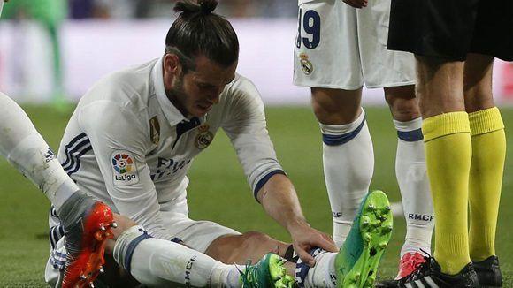 Gareth Bale se lesionó en el primer tiempo del partido contra el FC Barcelona. Foto: Reuters.