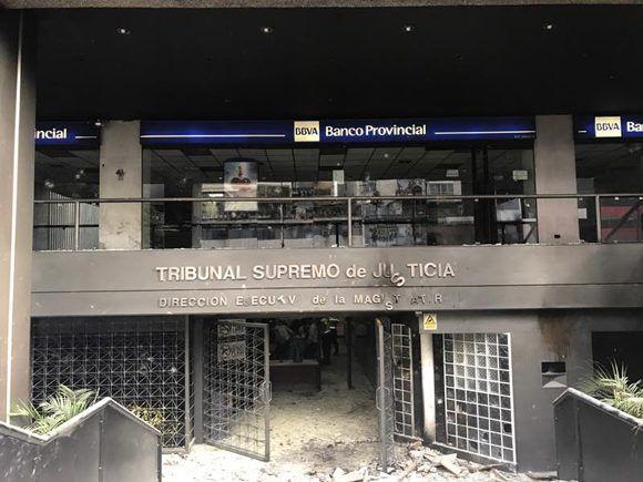 Grupos violentos atacaron la sede de la Dirección Ejecutiva de la Magistratura, en el municipio Chacao, estado Miranda. Foto: @MagistraturaVe