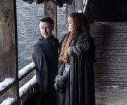 """¿Qué estará confabulando Petyr """"Meñique"""" Baelish, junto a la redimida Sansa Stark? Foto: HBO."""