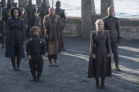 La Madre de los Dragones y sus hombres de confianza. Foto: HBO.