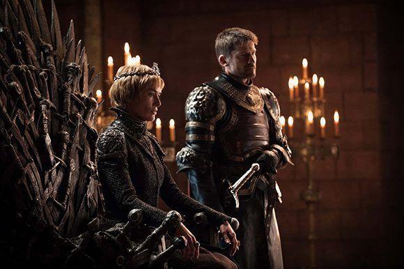 La renia regresa al trono y su hermano le acompaña. Mucho se ha especulado sobre una posible ruptura de estos dos personajes, pero HBO les muestra juntos. Foto: HBO.