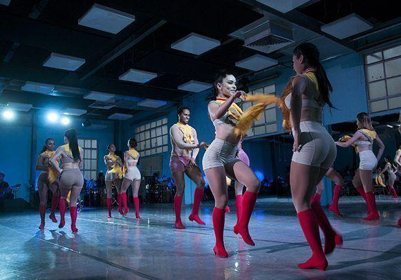 Latido es una auténtica expresión del estilo Fusión que distingue a la compañía. Foto: Irene Pérez/ Cubadebate.