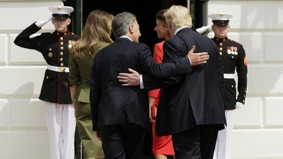 El presidente estadounidense junto a su homólogo argentino Mauricio Macri. Foto: Reuters.