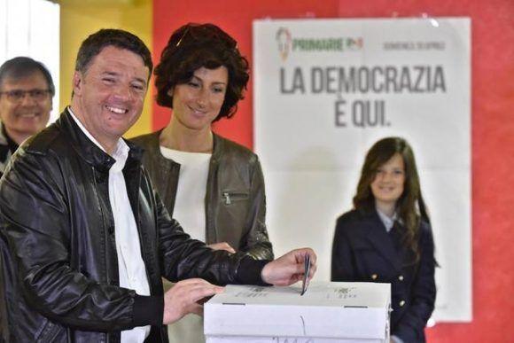 Matteo Renzi vota en las primarias de su partido. Foto: EFE