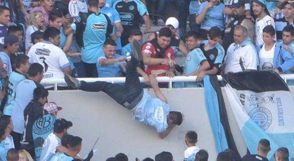 El incidente ocurrió durante el entretiempo en el clásico de la ciudad de Córdoba, ciudad a unos 700 kilómetros al noroeste de Buenos Aires. Foto: La Voz del Interior.