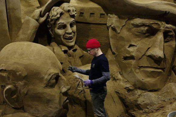 Durante la última década los escultores de arena se han reunido anualmente en Tottori, Japón, en el único museo de arena bajo techo, para montar una muestra anual. Foto: Ko Sasaki/ The New York Times.