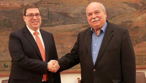 Recibe Presidente del Parlamento heleno al Canciller cubano. Foto: @CubaMINREX