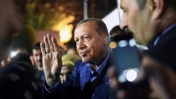 El presidente de Turquía, Recep Tayyip Erdogan, consiguió una victoria popular que le permitirá concentrar más poder que ningún otro político en la historia moderna del país. Foto: AFP.