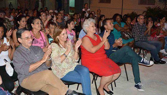 El delegado Jorge Luis Mazorra rinde cuenta ante sus electores de la circunscripción 29 del Consejo Popular Libertad en Marianao. Foto: Tony Hernández.
