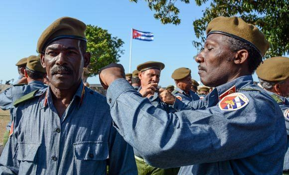 Milicianos celebran su día y el aniversario 56 de la Proclamación del Carácter Socialista de la Revolución, en acto realizado en la Plaza de Armas de la fortaleza San Carlos de La Cabaña, en La Habana, el 16 de abril de 2017. ACN FOTO/ Abel PADRÓN PADILLA/ogm