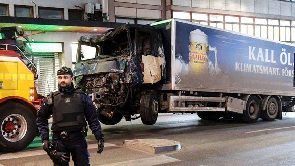 Servicios de emergencia trabajan en el lugar del suceso, en Estocolmo. Foto: EPV.