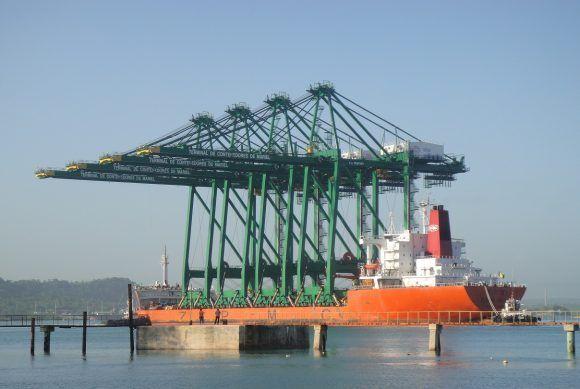 El barco con las supergrúas que hoy laboran en la Terminal de Contenedores en la Zona Especial de Desarrollo del Mariel. Foto: Ing. Dennis Arce López / Cubadebate