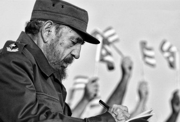 Denominan Fidel Castro a Red de salvadoreños graduados en Cuba