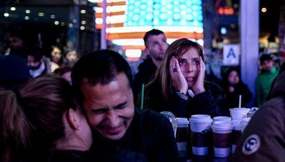 """""""La noche electoral"""". Simpatizantes de la excandidata demócrata a la Presidencia de EE.UU., Hillary Clinton. / Alexei Filippov. Foto: Stenincontest."""
