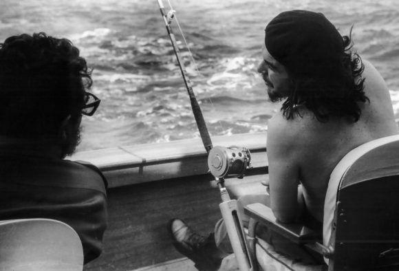 Fidel y el Che en el torneo de pesca de la aguja Ernest Hemingway (1960). Foto: Alberto Korda.