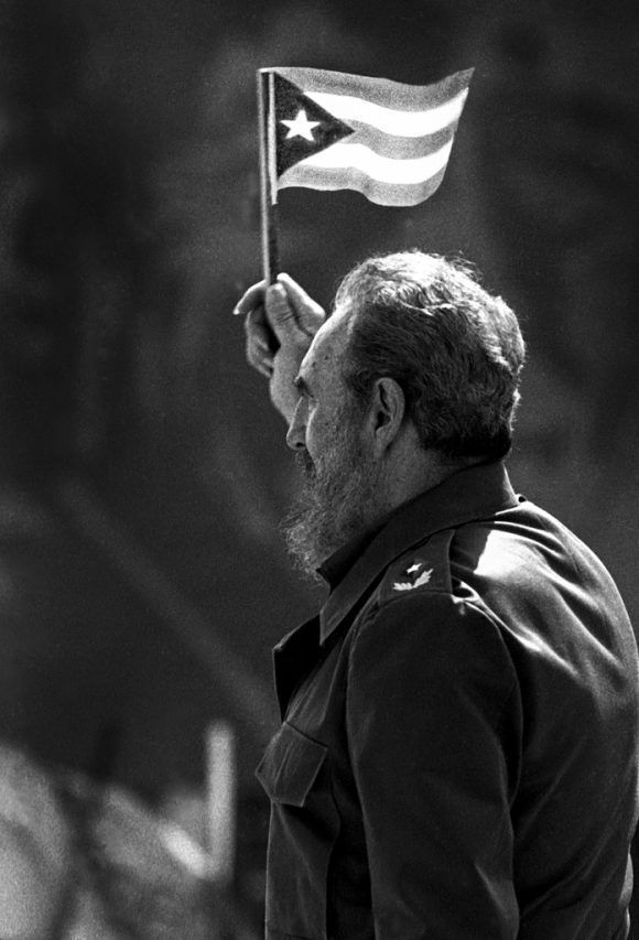"""""""Acto por el 1ro de Mayo en La Habana"""" (2001). Foto: Liborio Noval."""