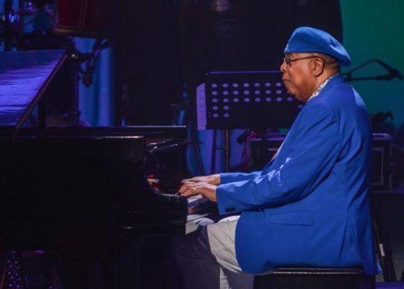 El pianista y compositor cubano Chucho Valdés, durante la gala con motivo del Día Internacional del Jazz, en el Gran Teatro de La Habana Alicia Alonso, Cuba, el 30 de abril de 2017.   ACN FOTO/Marcelino VÁZQUEZ HERNÁNDEZ