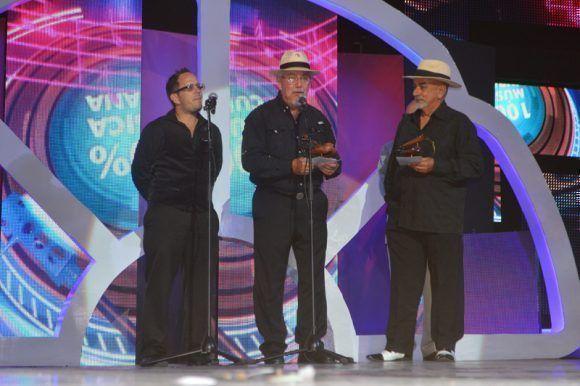 Premios Cubadisco 2017. Tony Mapeyé y Pancho Amat. Foto: Marianela Dufflar / Cubadebate