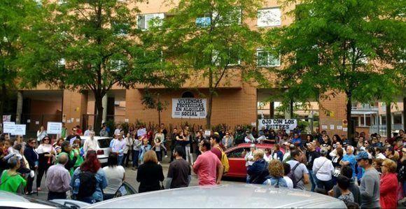 Concentración en Leganés contra los fondos buitres. Foto tomada de Público.