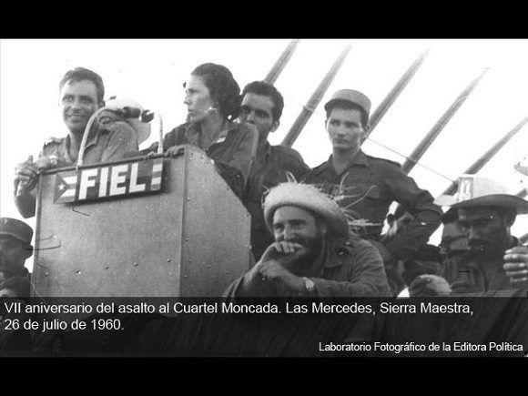 Fidel en la conmemoración del VII Aniversario del Asalto al Cuartel del Moncada,en Las Mercedes, Sierra Maestra/ Sitio Fidel Soldado de las Ideas, 26 de julio de 1960.