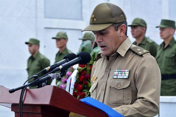 El coronel Salustiano Ruiz del Real, Segundo Jefe de la Fuerza Aérea, los describió en la despedida como ejemplos de consagración y entrega a la patria. Foto: Roberto Garaycoa Martínez/ Cubadebate.