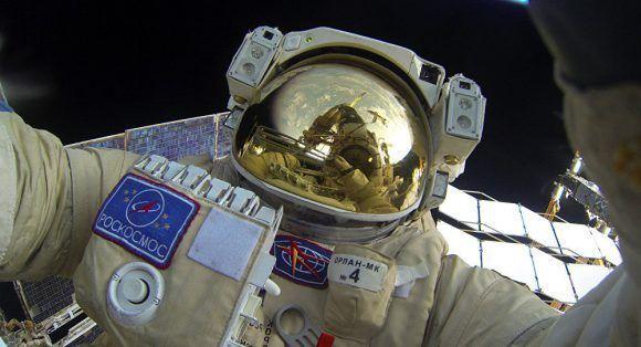 Cosmonauta en el espacio. Foto tomada de Sputnik.