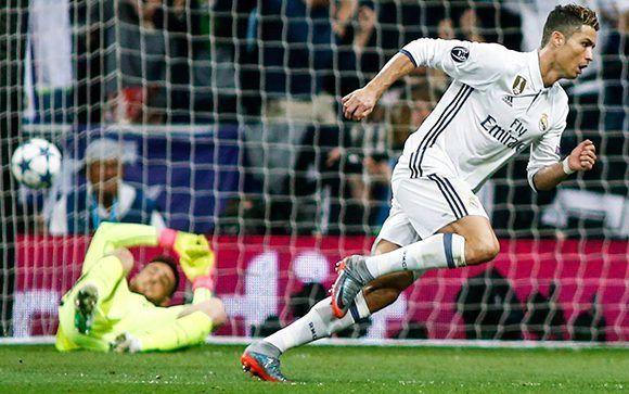 Cristiano Ronaldo marcó un hat-trick ante el Atlético en la semifinal de la Champions. Lleva 10 goles en esta edición y 104 en total. Foto: AFP.